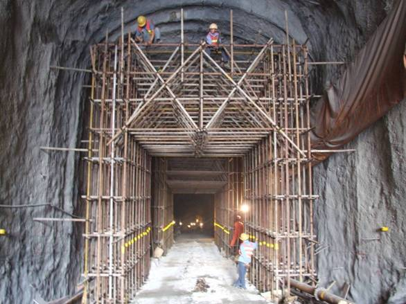 Install the scaffold for lining in access tunnel