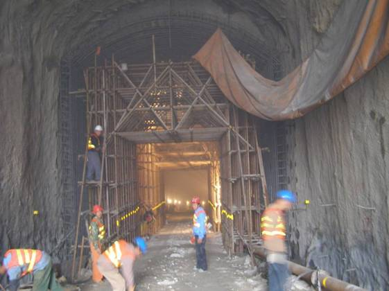 Installation of moulding board for second lining in access tunnel